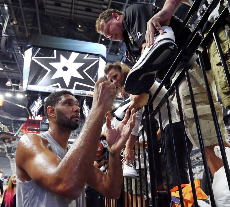 Spurs' Tim Duncan signs autographs before the game with the Pistons in the newly renovated the AT&T Center Sunday Oct. 18, 2015. Photo: Edward A. Ornelas, Staff / San Antonio Express-News / © 2015 San Antonio Express-News