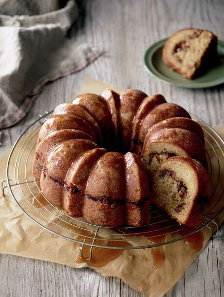 """Apple Coffee Cake from """"The Apple Cookbook"""" by Olwen Woodier (Storey Publishing). Photo: Leigh Beisch / ©2014 Leigh Beisch"""