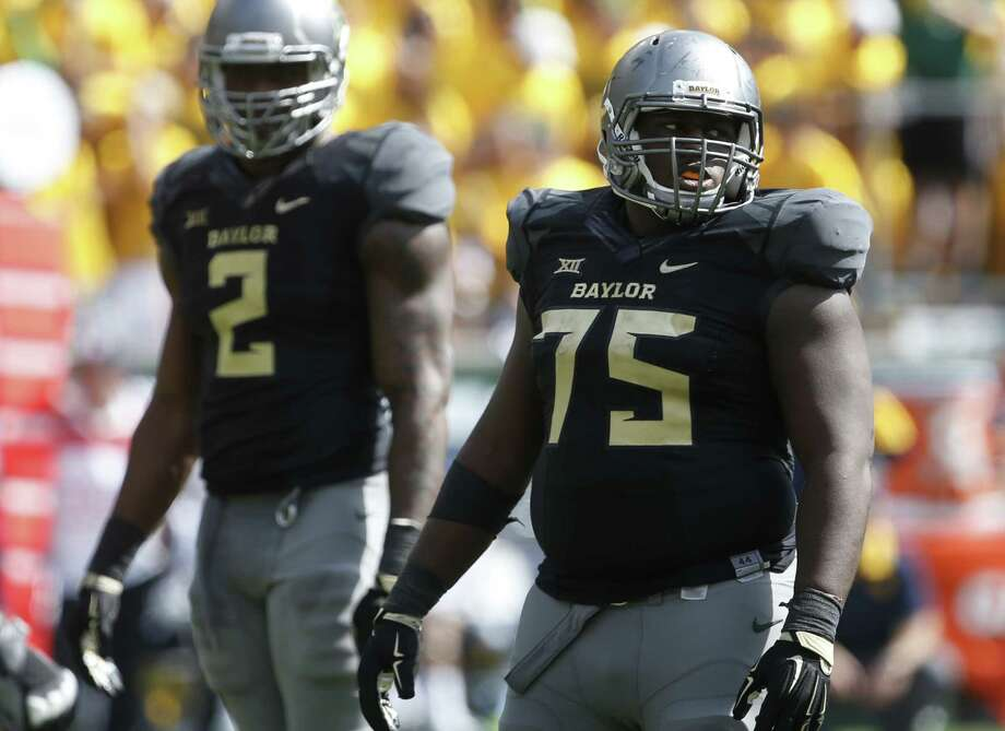 Baylor defensive end Shawn Oakman (left) and Baylor defensive tackle Andrew Billings wait for a play to begin against West Virginia in the second half on Oct 17, 2015, in Waco. Photo: Rod Aydelotte /Waco Tribune-Herald / FRE36102AP