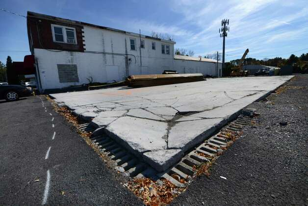 Site of a former Roxy Cleaner on Delaware Ave. Monday morning, Oct. 19, 2015, in Delmar, N.Y. The building was demolished and chemicals are polluting the site. The state will spend about $621,000 to clean up chemicals left in the ground. (Will Waldron/Times Union) Photo: Will Waldron / 10033815A