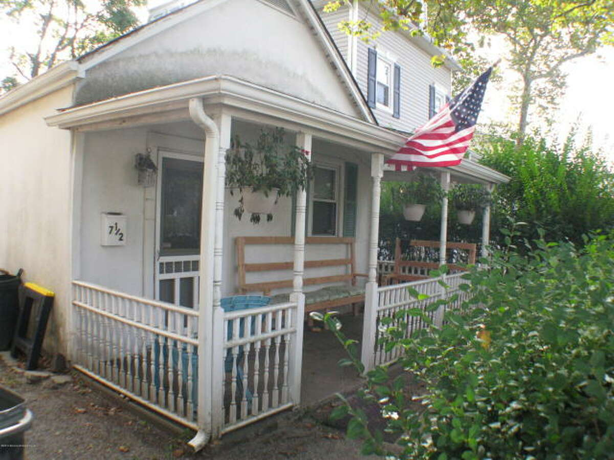 Childhood Springsteen grew up in Freehold, N.J., the son of a legal secretary and a father who moved from job to job.This Jersey house is where Bruce Springsteen wrote the 'Born to Run' album.