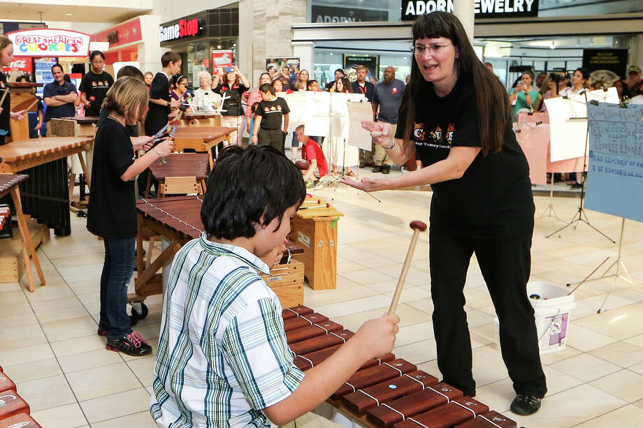 Coronado Villiage Elementary music teacher Bonnie Anderson (right) conducts the Malleteers, the school's marimba orchestra, during the 2015 JISD Art Extravaganza at Rolling Oaks Mall on Wednesday, May 20, 2015.  MARVIN PFEIFFER/ mpfeiffer@express-news.net Photo: Marvin Pfeiffer, Staff / San Antonio Express-News / Express-News 2015