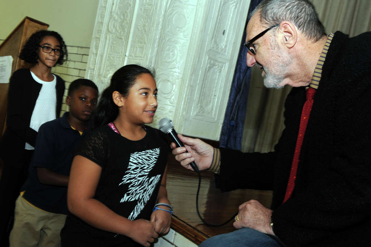 Cloe Hanscone, a 6th grader, asks architect Thom Mayne a question at Hall School, in Bridgeport, Conn. Oct. 19, 2015. Mayne will be the visiting artist this school year at Hall, part of the national Turnaround Arts program.