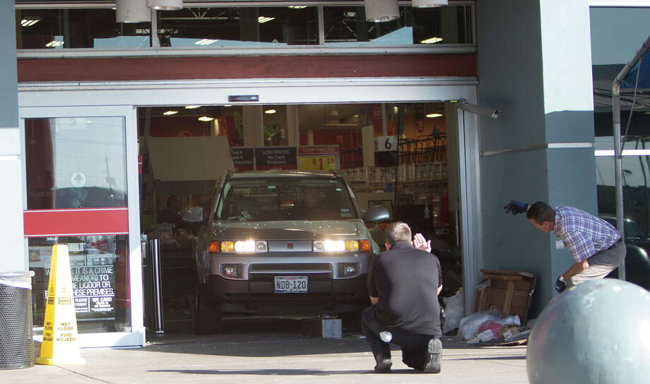 SUV Crashes Into Texas H-E-B Store Killing 1, Injuring 7