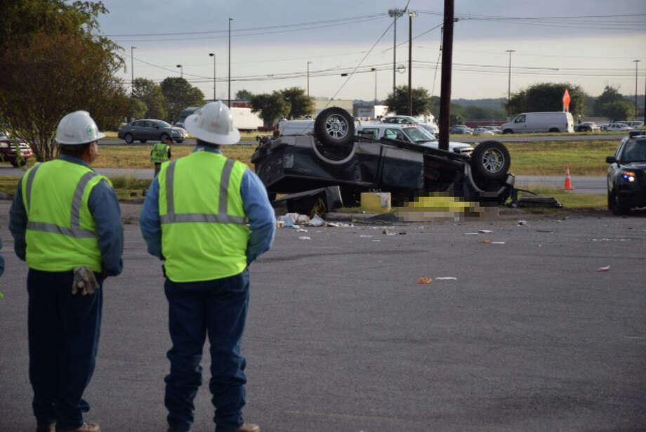 San Antonio Police Department officers were called to the southbound Loop 410 access road near Highway 87 on Oct. 20, 2015 after receiving reports that a pickup truck had slammed into a utility pole then flipped into a parking lot. Photo: By Mark D. Wilson/San Antonio Express-News