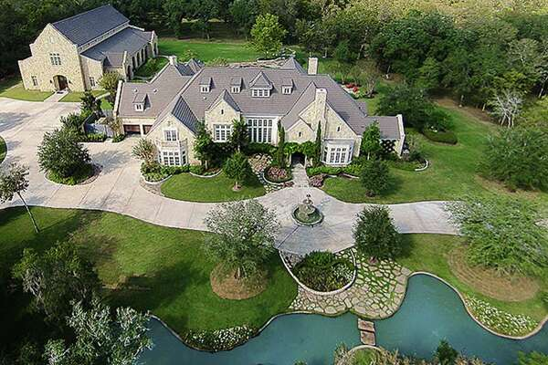 2010 Weatherby Lane  : $4,488,000 / 18,447 square feet