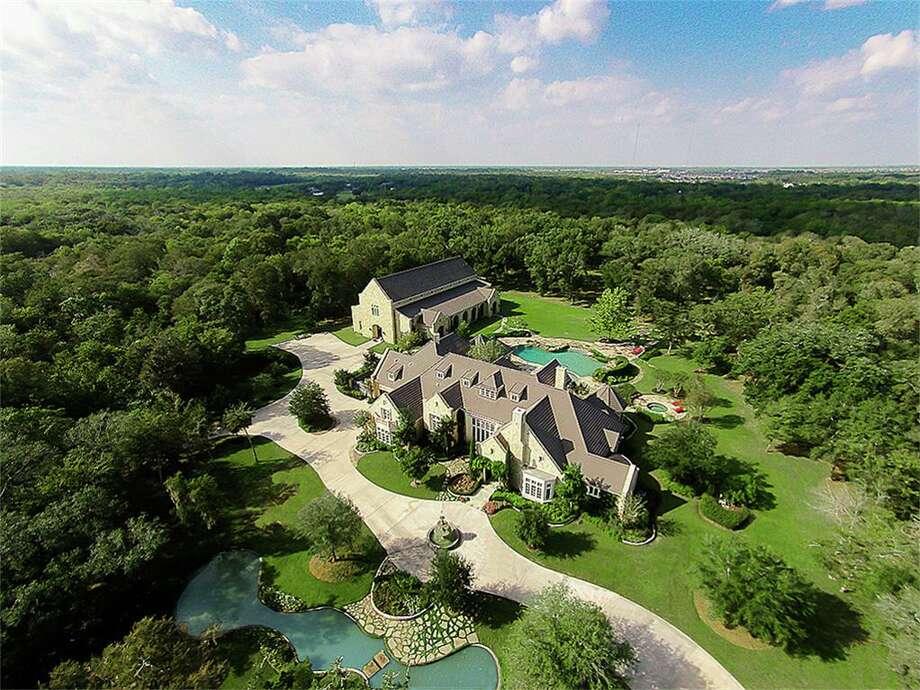 2010 Weatherby Lane: $ 3,999,000Squarefeet: 18,447 Photo: Houston Association Of Realtors