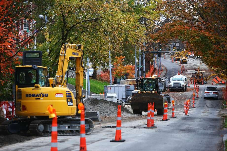 Construction has closed 23rd Avenue from Cherry Street all the way north to Madison Street. Detour signs, or the lack of them, have caused congestion. Photo: GENNA MARTIN, SEATTLEPI.COM
