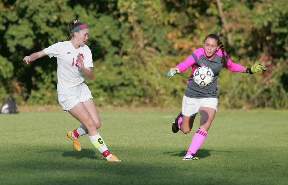 New Canaan defeated Wilton 1-0 in a varsity girls soccer game on Oct.20, 2015 in New Canaan. Photo: Matthew Brown / For Hearst Connecticut Media / Connecticut Post Freelance