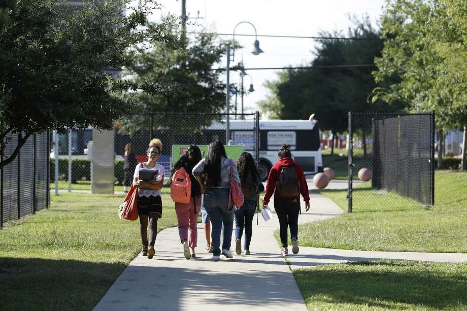 CollegeNet recently compiled data to rank institutions that provide students with a clear path to upward social mobility. Social mobility meaning the movement of individuals within categories in society. Several Texas schools are listed in the top 100- one nearly at the very top.  Photo: Steve Gonzales, Houston Chronicle / © 2015 Houston Chronicle