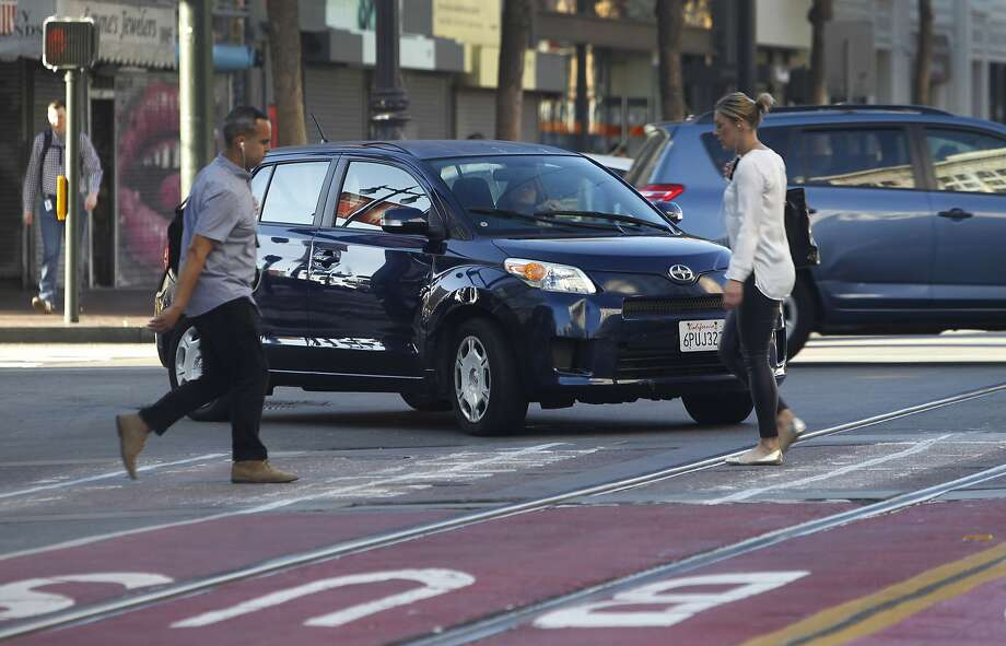 "A driver turns right onto Market Street from northbound Sixth Street despite ""no right turn"" signs posted at the intersection in San Francisco, Calif. on Wednesday, Oct. 21, 2015. Photo: Paul Chinn, The Chronicle"
