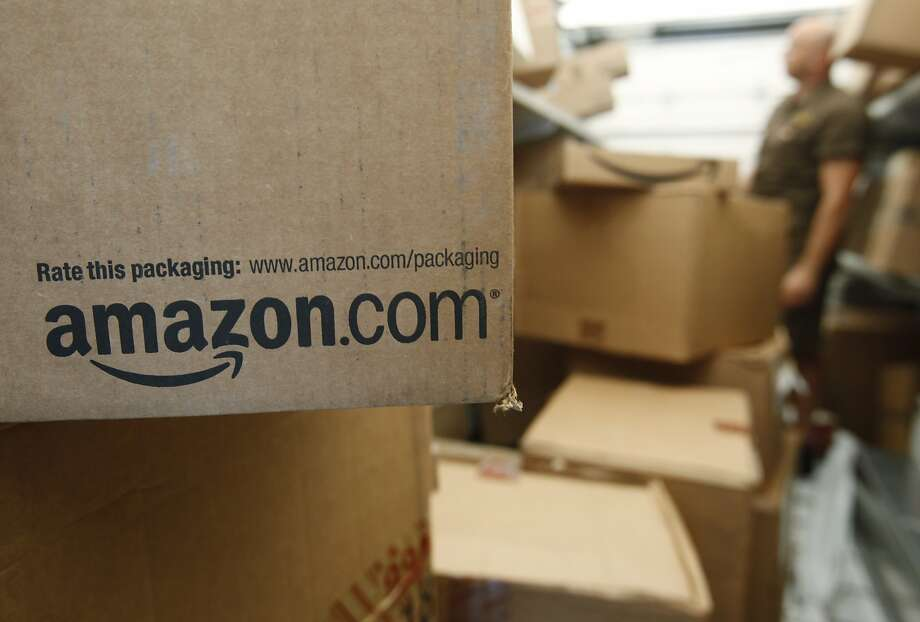 Amazon delivery drivers are suing the company, arguing that they should be classified as employees and have not been guaranteed required minimum wage or paid for overtime. Photo: Paul Sakuma, Associated Press