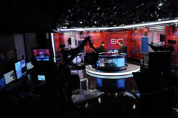 ESPN America now broadcasts their own edition of ESPNâÄôs flagship show SportsCenter to their viewers across Europe and the Middle East.