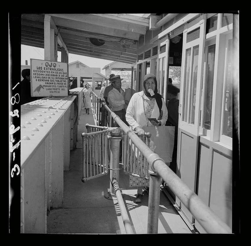 Mexicans entering the United States. United States immigration station, El Paso, Texas, June 1938.