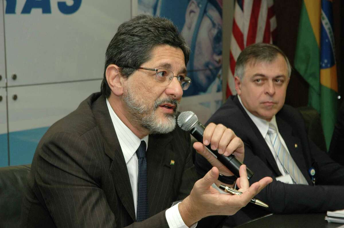 """Former Petrobras CEO Jose' Gabrielli (left) holds a news conference in 2006 to announce recent purchase of 50 percent interest in a Pasadena refinery. Paulo Roberto Costa, another former executive, (right) told prosecutors last fall that he was offered a $1.5 million to """"not cause problems"""" at an approval meeting for the Pasadena deal, Brazilian records show. Photo credit:Robert Allred/For The Chronicle"""