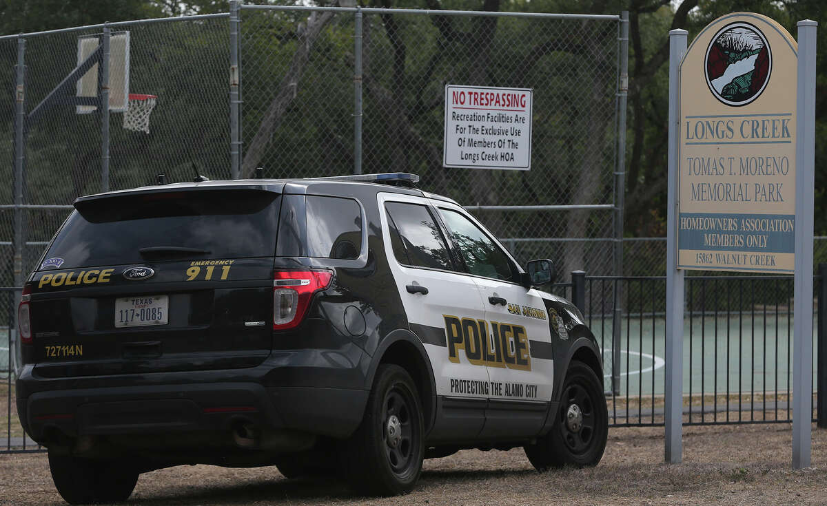 San Antonio police investigate Wednesday October 21, 2015 on the 15,000 block of Walnut Creek on San Antonio's North Side where an argument broke out between two men that resulted in an alleged stabbing took place.