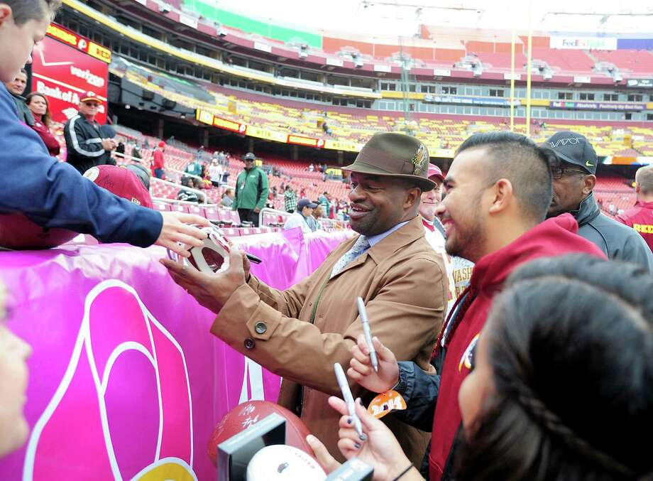 NFLPA executive director DeMaurice Smith signs autographs before the game between the Philadelphia Eagles and Washington Redskins at FedExField on October 4, 2015, in Landover, Maryland. Photo: Evan Habeeb, Stringer / 2015 Getty Images