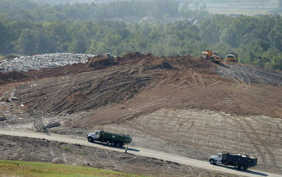 One of Houston's trash mountains: The landfill at Waste Management's Atascocita Recycling and Disposal Facility. Photo: Melissa Phillip, Staff / © 2015 Houston Chronicle