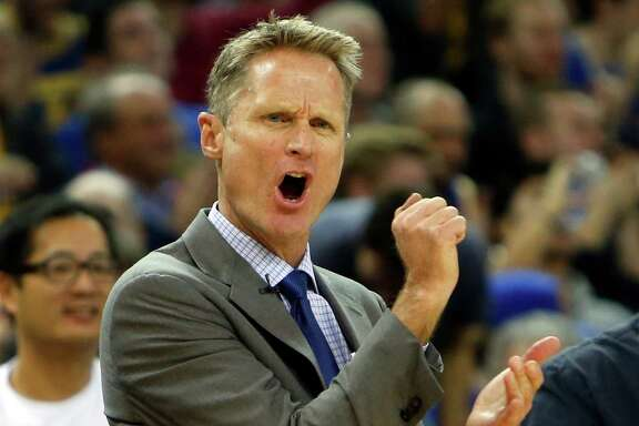 Steve Kerr complains about a noncall against the Cleveland Cavaliers at Oracle Arena on Jan. 9.