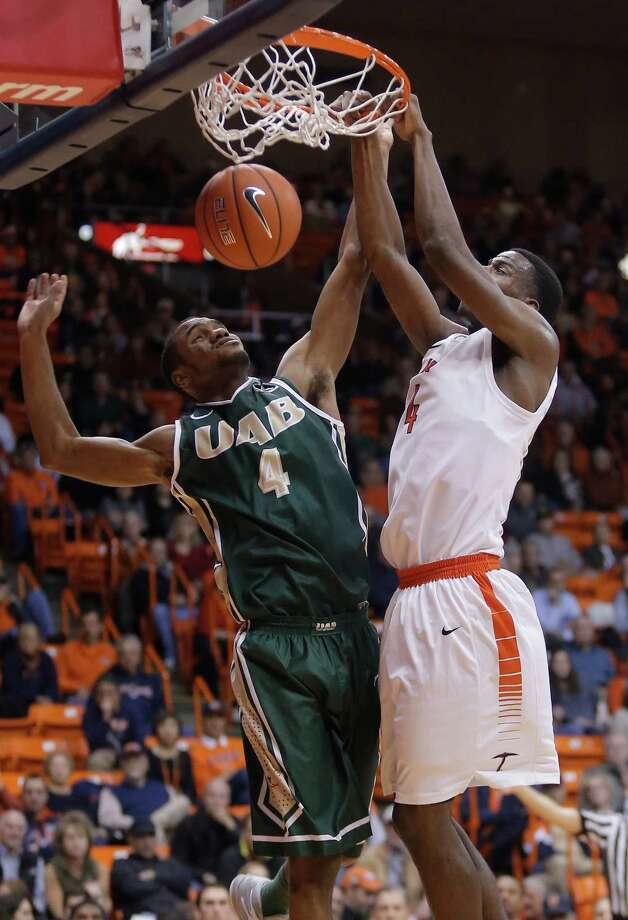 2049 x 3000~~$~~UTEP's Julian Washburn dunks over UAB's Robert Brown during an NCAA basketball game Thursday, Jan. 29, 2015, at the Don Haskins Center in El Paso, Texas. (AP Photo/The El Paso Times, Mark Lambie)  EL DIARIO OUT; JUAREZ MEXICO OUT Photo: Mark Lambie, AP / EL PASO TIMES