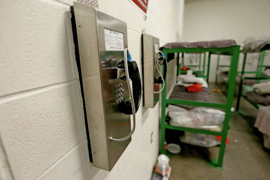The Harris County Jail's phone rates are $4 for the first 15 minutes and 6 to 36 cents per minute thereafter. Photo: Gary Coronado, Staff / © 2015 Houston Chronicle
