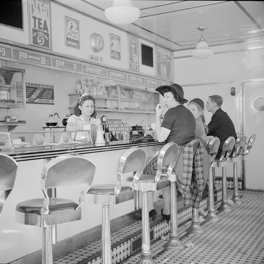 You probably don't remember this one. White Tavern hamburger stand was the popular place in Amsterdam, New York, 1941. Keep clicking to see a few more restaurants from the past. Photo: John Collier / Courtesy / FSA-OWI Collection / Library Of Congress