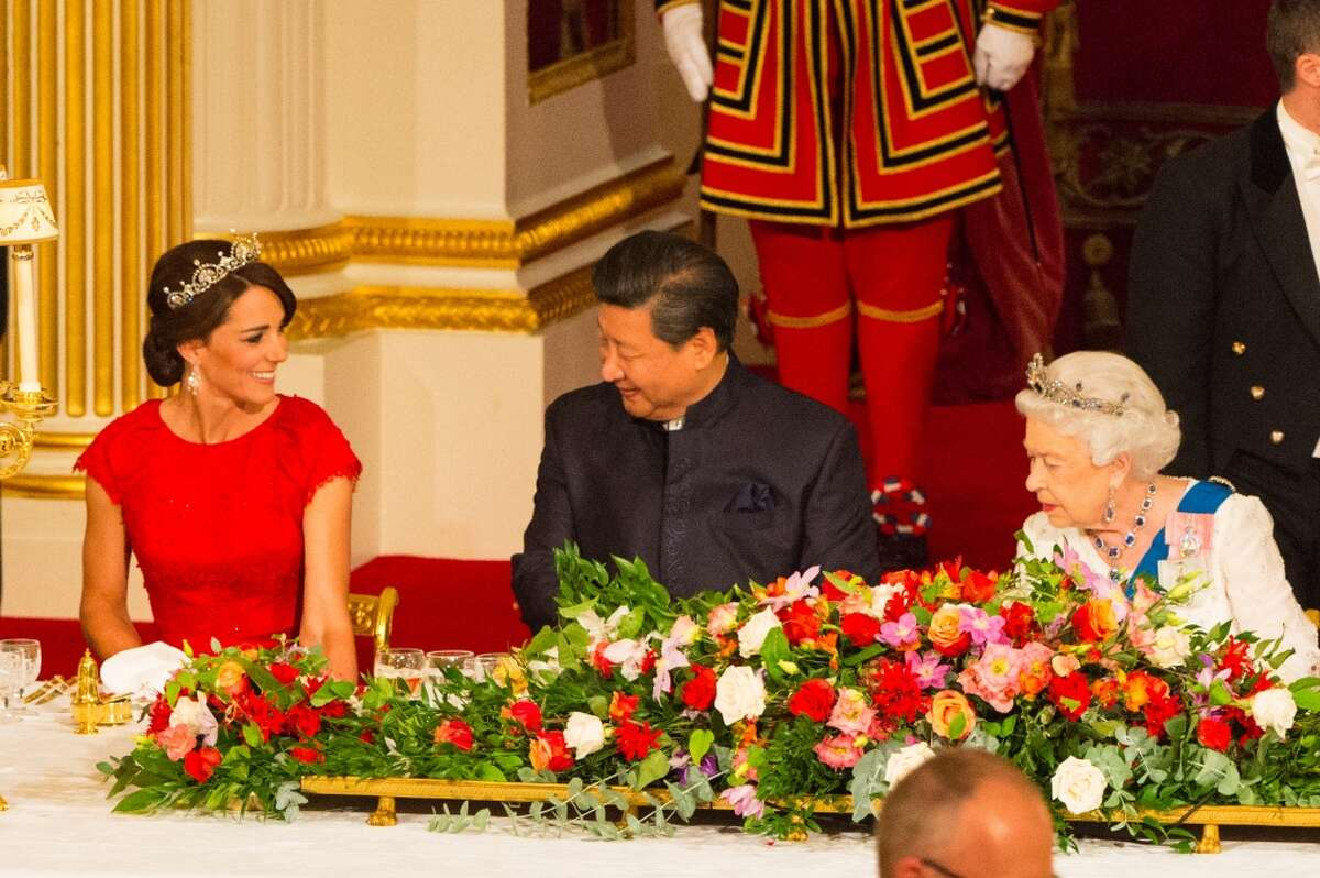 Catherine, Duchess of Cambridge, President of China Xi Jinping (C) and Britain's Queen Elizabeth II attend a state banquet at Buckingham Palace on October 20, 2015 in London, England.