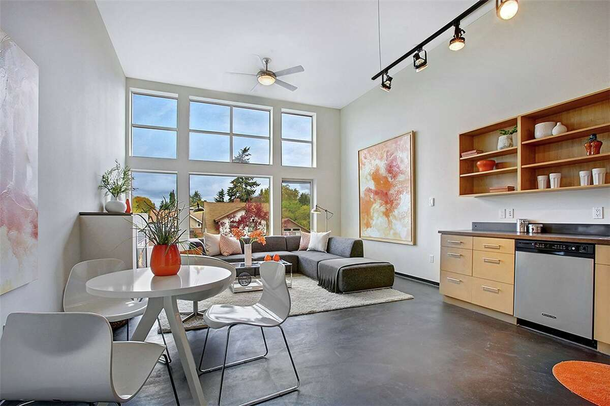 Living space in 4422 Bagley Ave. N. #304