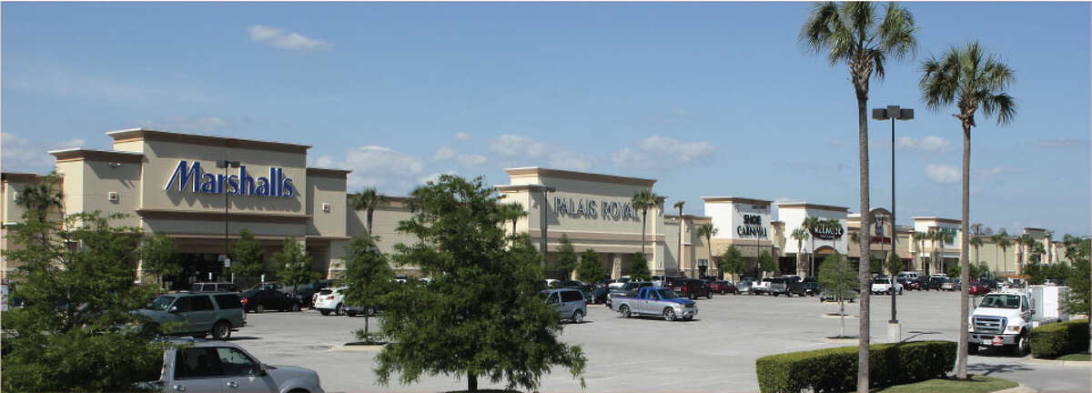 Holliday Fenoglio Fowler has arranged a loan to refinance Northline Commons at 4400 North Freeway.