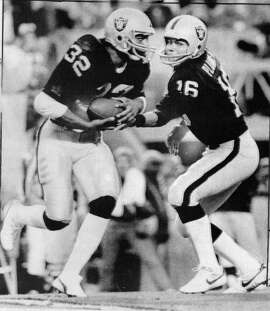 Los Angeles Raiders vs Washington Redskins in Super Bowl XVIII .. Jim Plunkett hands off to Marcus Allen in first quarter action Marcus Allen would set rushing records for the longest touchdown run in Super Bowl history, and most yards gained in a Super Bowl game AP photo  Photo ran1/23/1984, P. 45