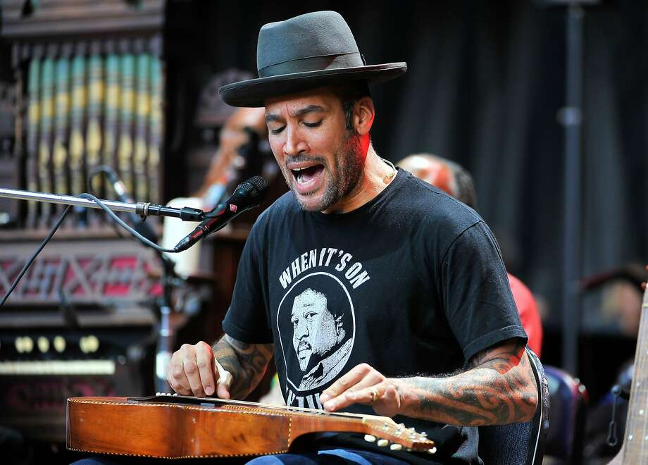 August 17: Ben Harper at the Fox Theater in Oakland Photo: Steve Jennings