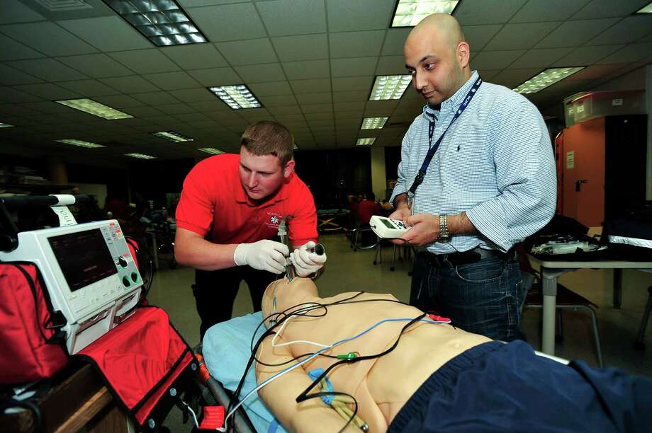San Jacinto College emergency medical technology instructor Ali Shah, right, helps Navy veteran and EMT student Erik Pierce with a class project. San Jacinto College is working to maximize academic credits for veterans, especially those interested in allied health fields.