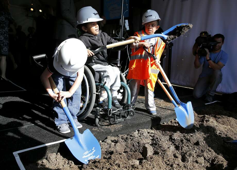 Mats O'Brian (left), 5, Genuine Rivas, 6, and Amro Housheya shovel dirt at a groundbreaking ceremony for the UCSF Benioff Children's Hospital in Oakland, California, on Monday, Oct. 26, 2015. Photo: Connor Radnovich, The Chronicle
