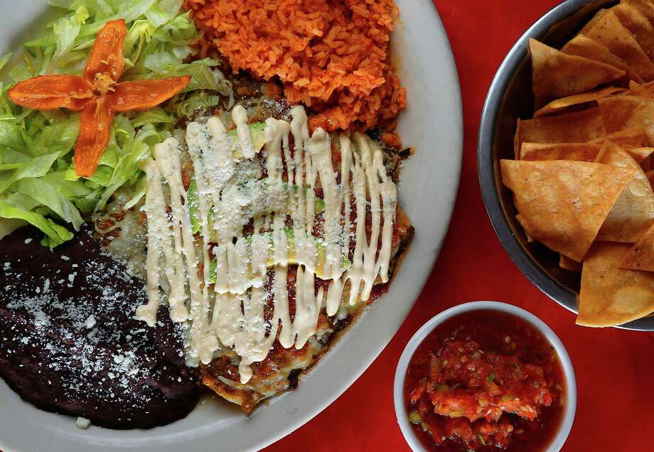Among enchiladas Habanera & the Gringo offers are the chicken and cheese, served with Anaheim chile sauce and a Oaxacan crema and avocado. The restaurant also makes its own chips and fresh salsa. Photo: Mark Mulligan, Staff / © 2015 Houston Chronicle