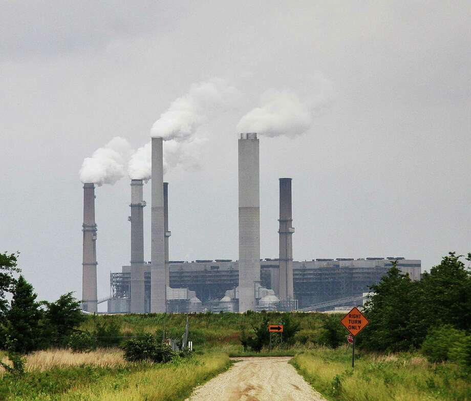 FILE - In this Monday, June 2, 2014, file photo, Duke Energy's Gibson Generating Station is seen in Gibson County, Ind. Duke Energy is buying Piedmont Natural Gas for about $4.9 billion in cash, the companies announced, Monday, Oct. 26, 2015. The companies are key partners in the $5 billion Atlantic Coast Pipeline that will be the first major natural gas pipeline to serve eastern North Carolina. (Michael Caterina/Princeton Daily via AP, File) MANDATORY CREDIT ORG XMIT: INPRI301 Photo: Michael Caterina / Princeton Daily