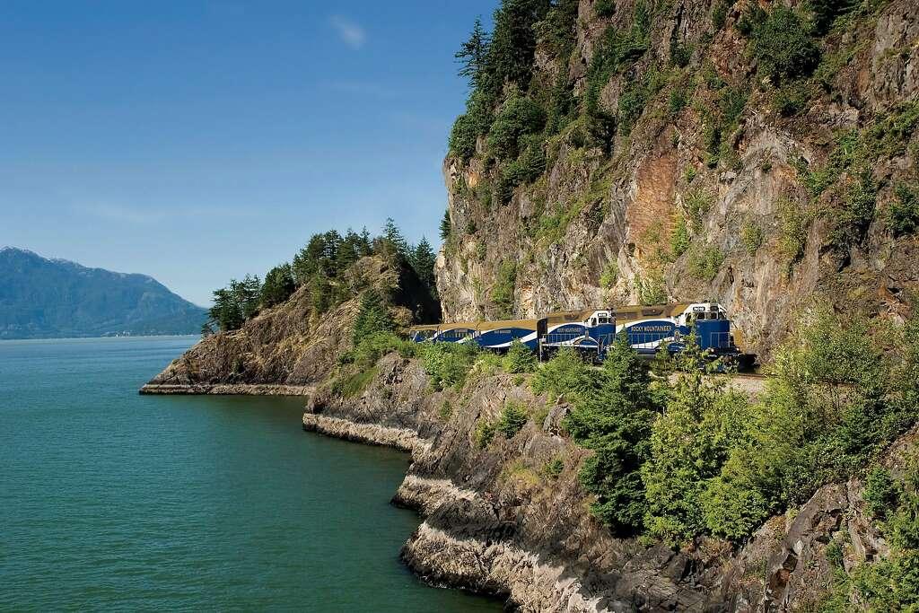 Από το τροπικό δάσος για να Gold Rush διαδρομή, το τρένο κυλά μέσα από Howe Sound, βορειοδυτικά του Βανκούβερ.  Φωτογραφία: Andrew KLAVER, Rocky ορειβάτης