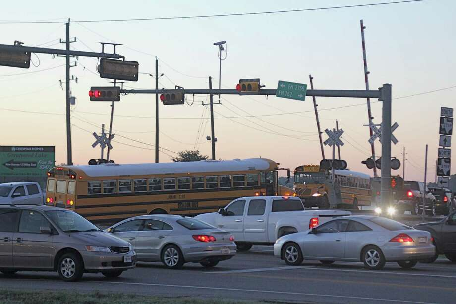 A proposed expansion of Crabb River Road, also known as FM 762/FM 2759, is being considered that would relieve some traffic congestion. This is the intersection of FM 762 and FM 2759 at 7:15 a.m. Oct. 15. Photo: Suzanne Rehak, Freelance Photographer