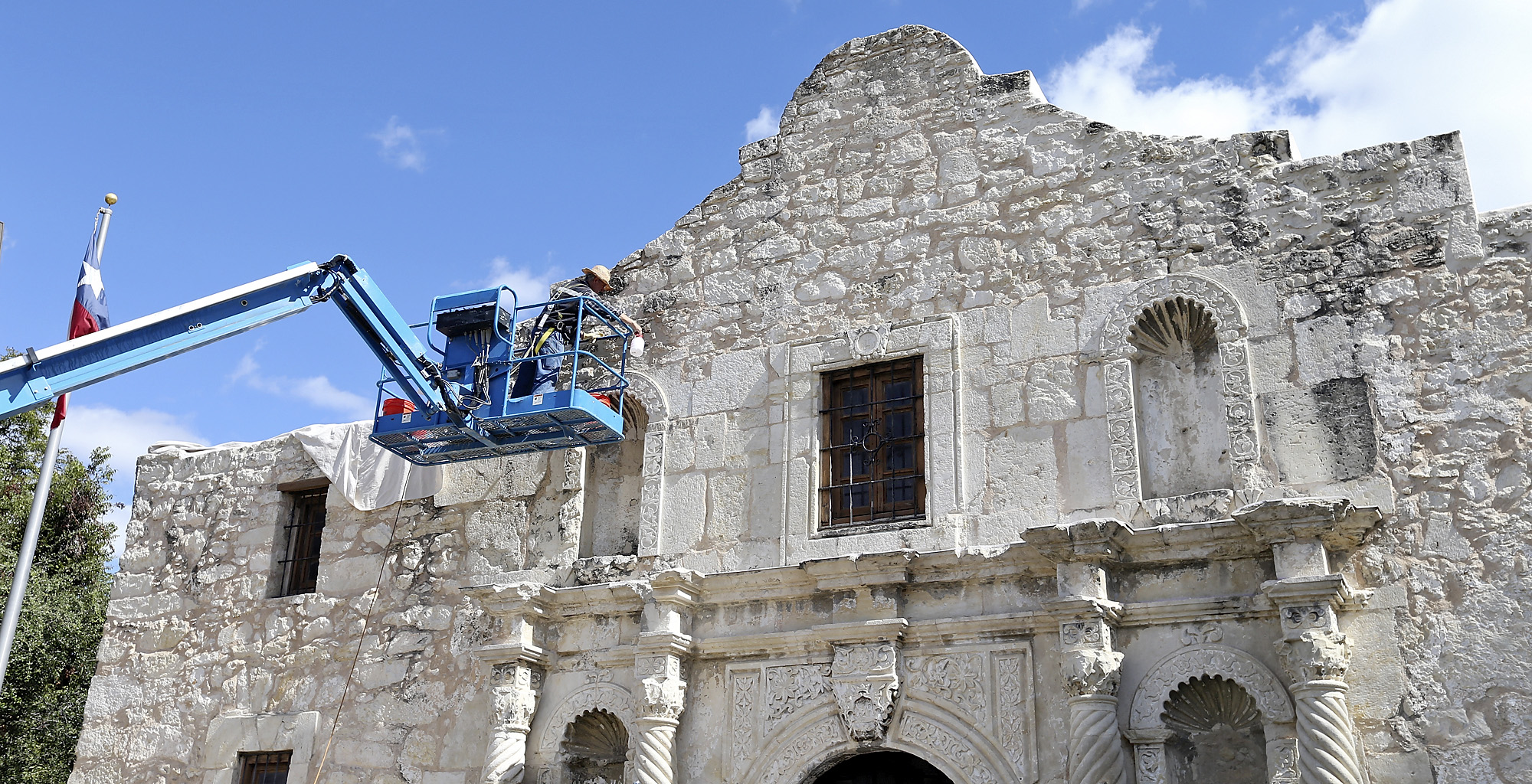 There S A Hole In The Alamo Wall San Antonio Express News