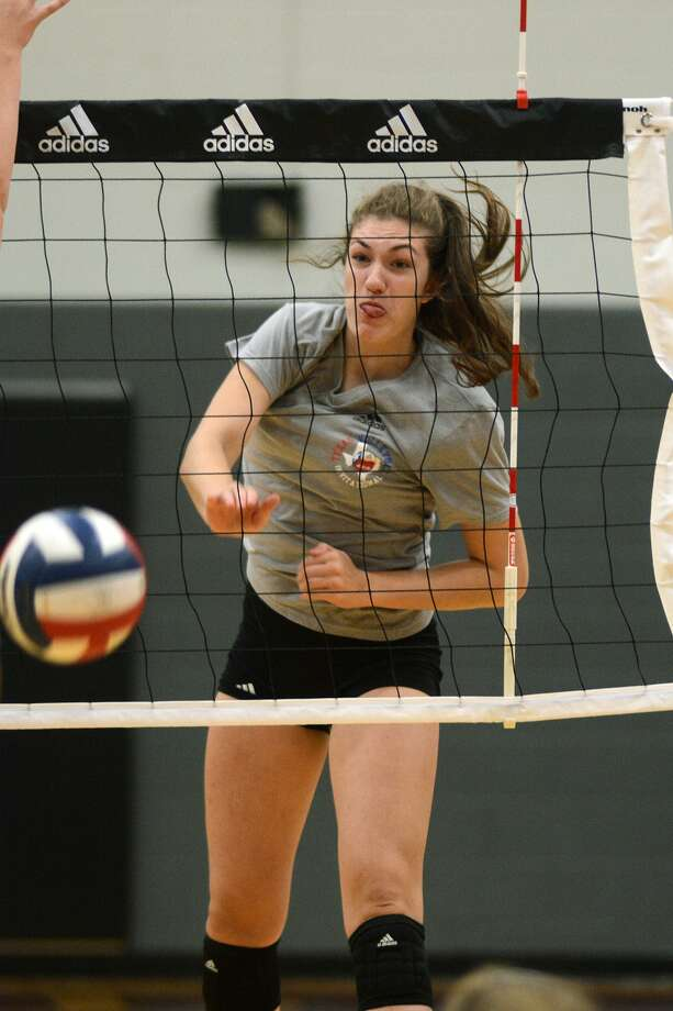 Pearland junior outside hitter Brooke Botkin is leading the Oilers into the playoffs. Photo: Jerry Baker, Freelance