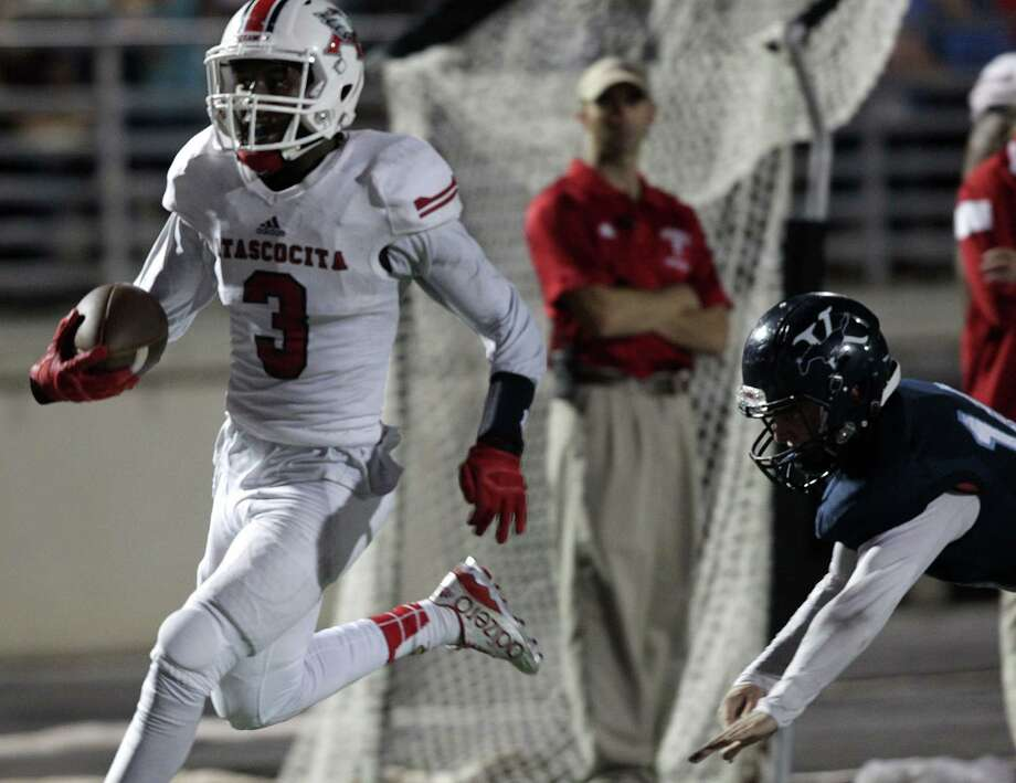 Atascocita's Niyl Campbell (3) runs in for another touchdown in the first half, making the score 34-0 against  Kingwood on Friday, Oct. 23, 2015, in Humble. ( Elizabeth Conley / Houston Chronicle ) Photo: Elizabeth Conley, Staff / © 2015 Houston Chronicle