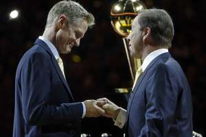 Kerr preps Warriors for history with moving speech - Photo