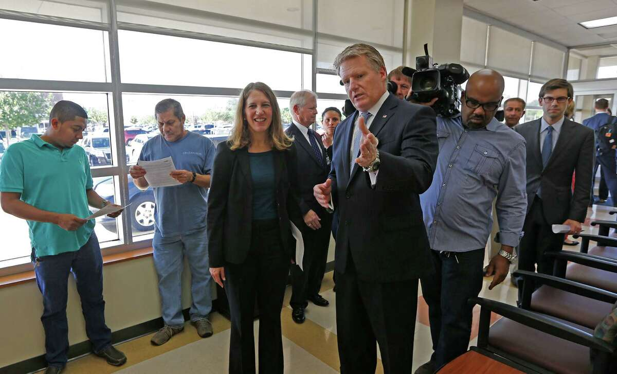 Sylvia Burwell talks with Harris Health System's Michael Hill during a visit to the area as health care enrollment is about to get started.