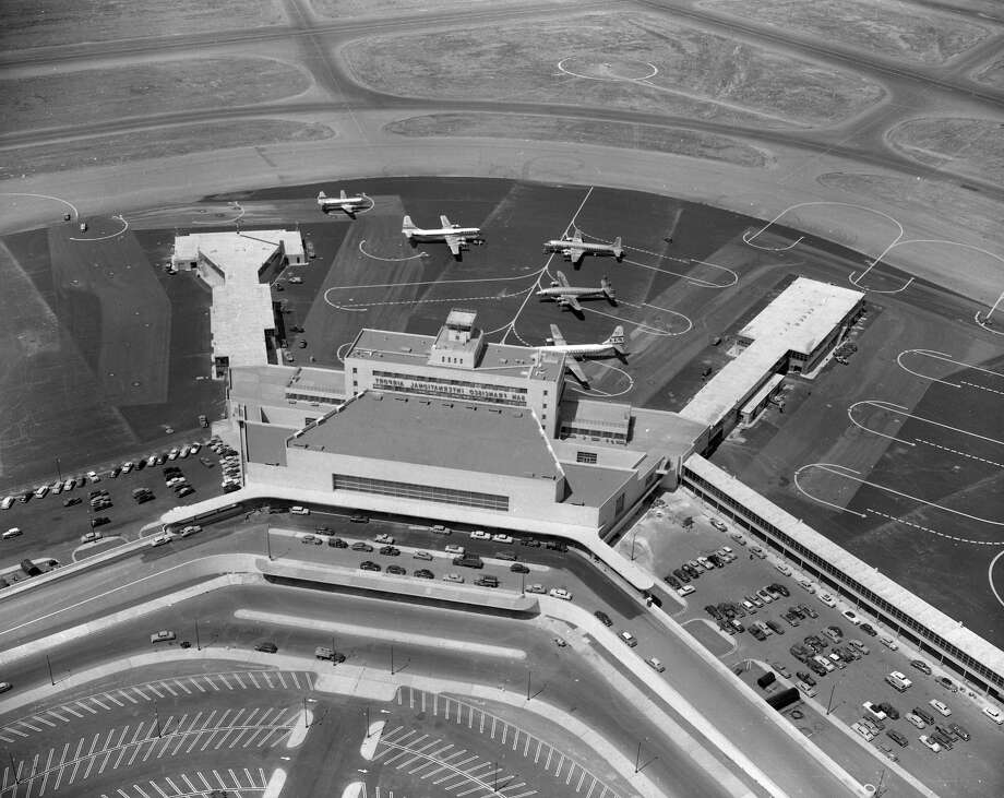 The San Francisco International Airport grand opening was held Aug. 27-29, 1954. Photo: Bill Young / Bill Young / The Chronicle 1954 / ONLINE_YES