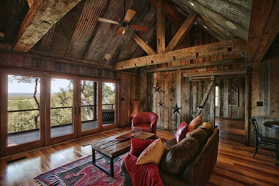 13 gorgeous texas cabins to stay in on your fall trips for Texas hill country cottages for sale