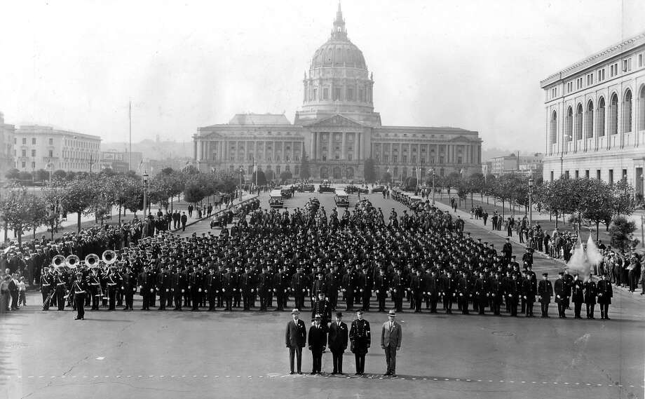 The San Francisco police force poses en masse in the Civic Center on Jan. 30, 1934. Photo: Chronicle File