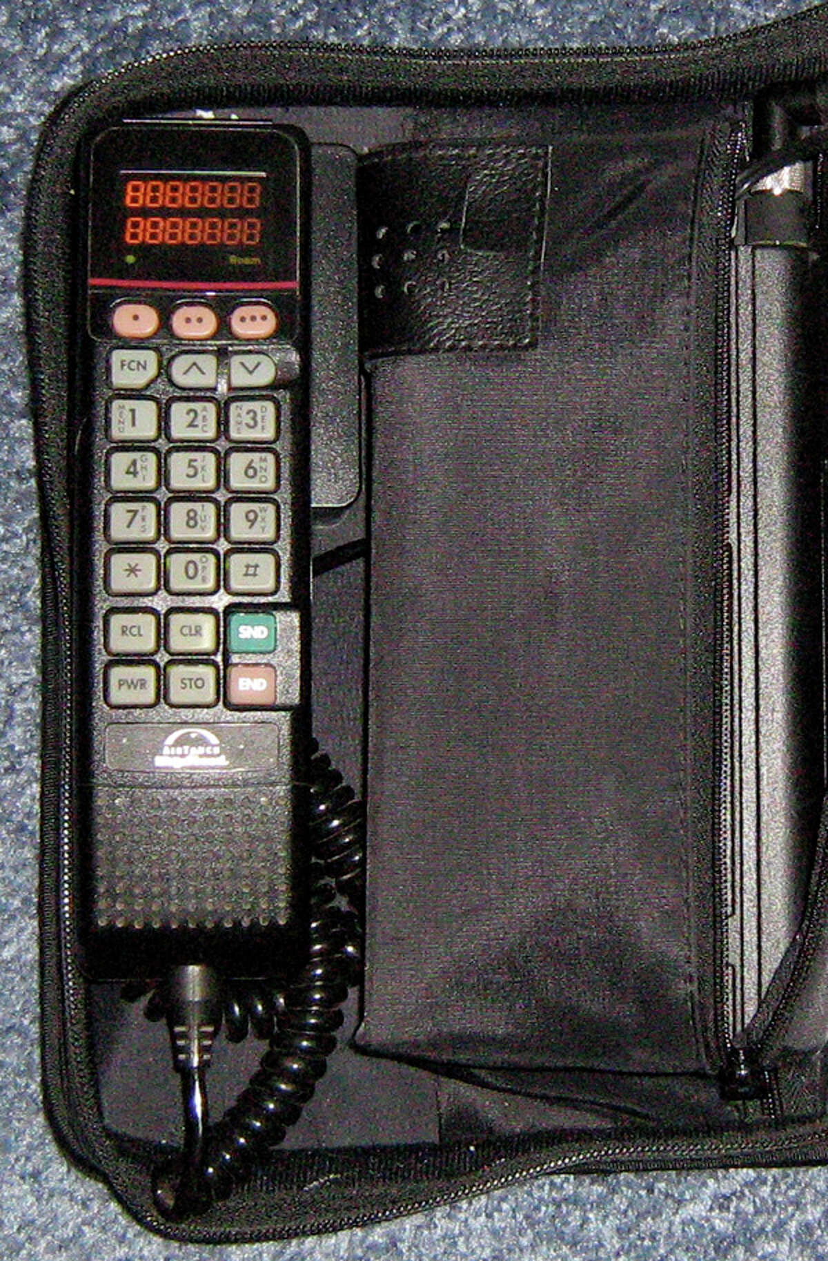 The Motorola 2950 bag phone. (Shot by Redrum0496. Licensed under CC BY-SA 3.0. Via Wikipedia.)
