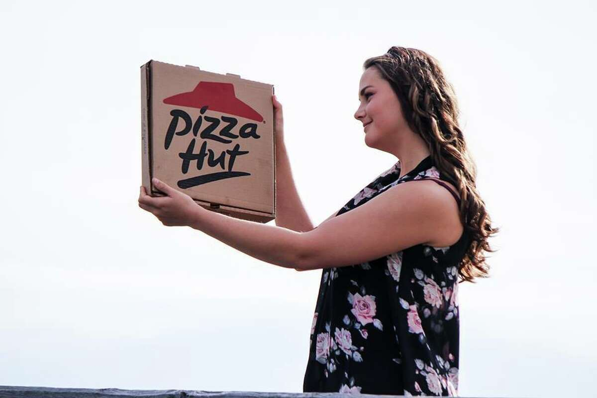 A Canadian teen is proving it's perfectly fine to be cheesy in expressing one's love for pizza with a romantic photoshoot that is baking up quite the buzz.