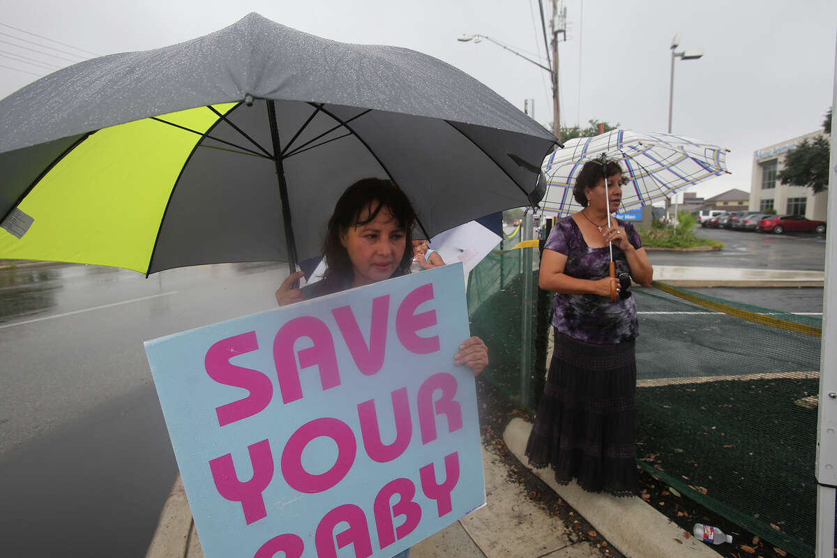 Luz Lozano gathers with other abortion protesters in front of Planned Parenthood on Oct. 22, 2015.