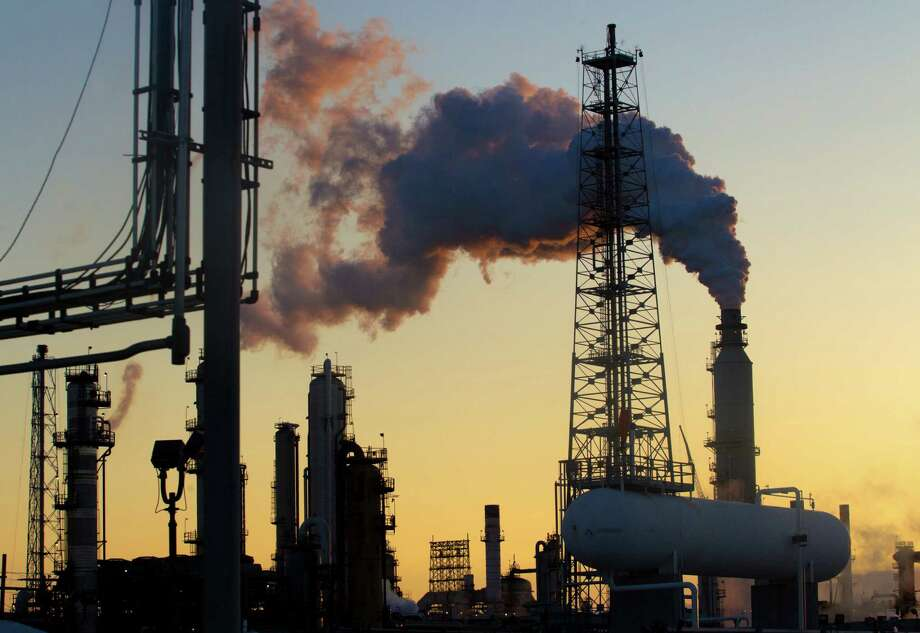 Marathon Petroleum Corp., which operates this refinery in Texas City, has signed a new oxygen supply agreement deal with Air Liquide SA. Photo: J. Patric Schneider, Freelance / Â 2012 Houston Chronicle
