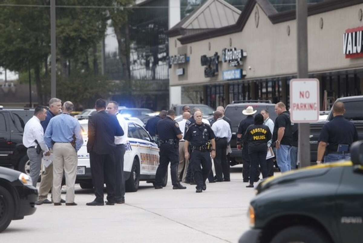 Suspect Dead 2 Others Injured In Pawn Shop Robbery After